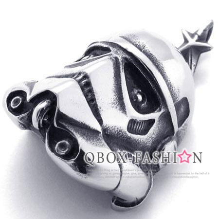 《 QBOX 》FASHION 飾品.【W10021032】精緻個性星際大戰頭盔面具鑄造316L鈦鋼墬子項鍊