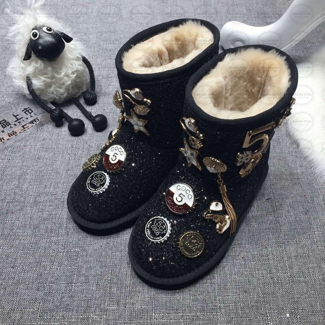OUTLET正品代購 澳洲 UGG 聖誕款徽章 兒童雪靴 中長靴 保暖 真皮羊皮毛 雪靴 短靴 黑色