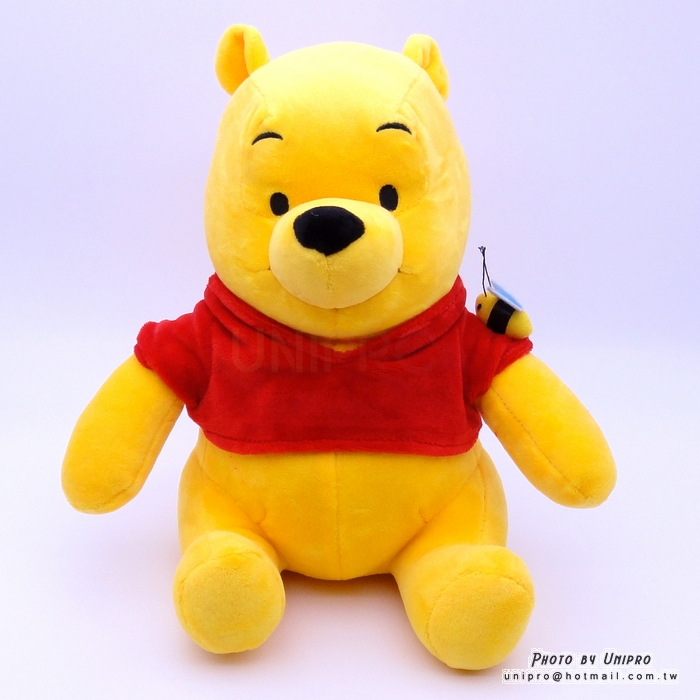 【UNIPRO】迪士尼 小熊維尼 Winnie the Pooh 坐姿 蜜蜂 維尼 絨毛玩偶 娃娃 26公分