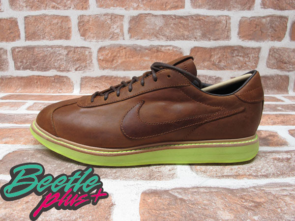 BEETLE PLUS NIKE SPORTWEAR 1972 QS QUICKSTRIKE NSW 車縫線 皮革 螢光底 皮鞋 棕色 586367-200