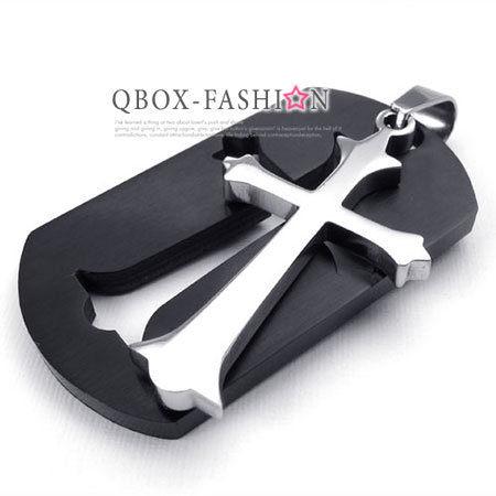 《 QBOX 》FASHION 飾品【W10022654】精緻個性黑色盾牌十字架316L鈦鋼墬子項鍊