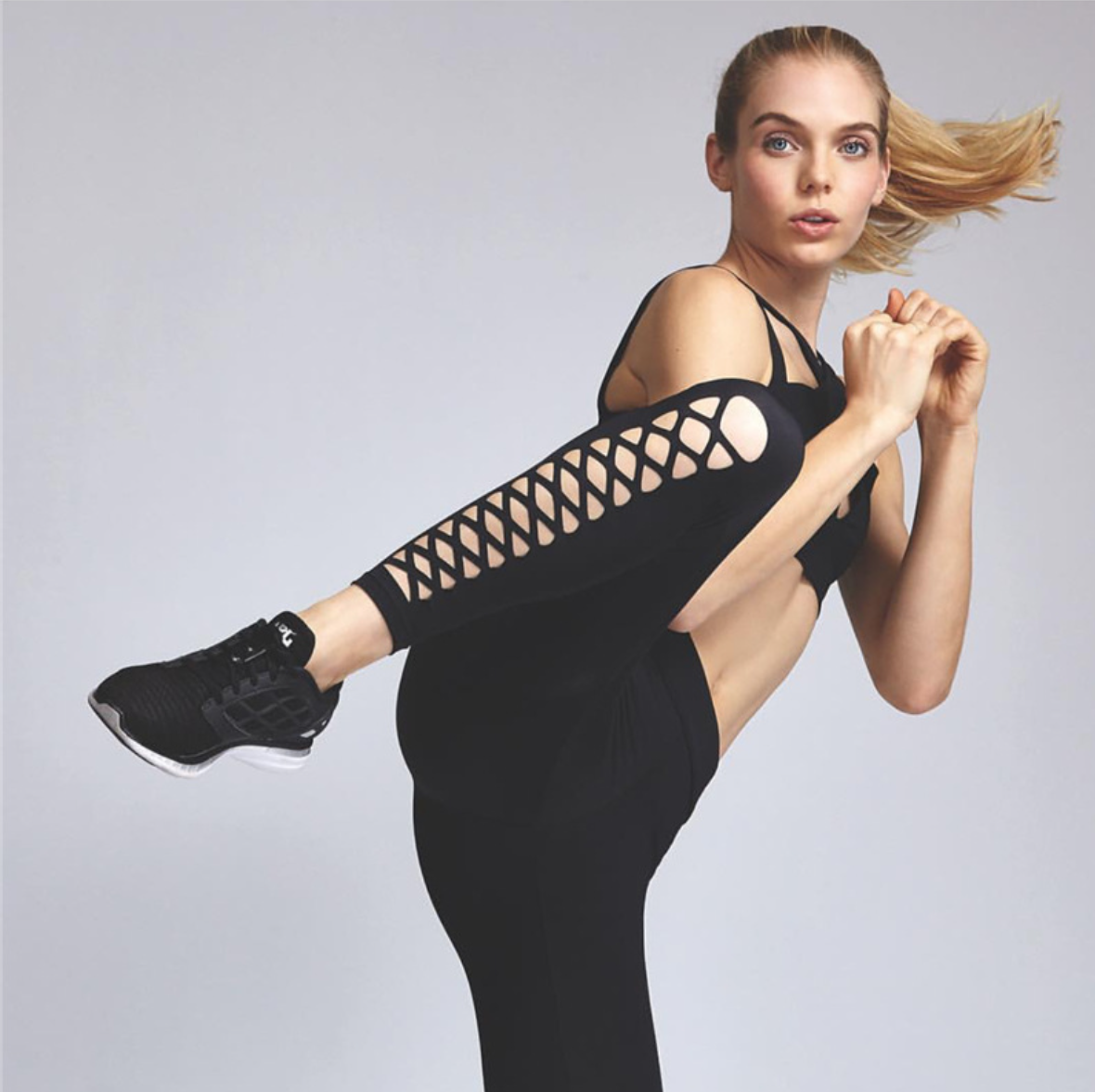 輕薄好穿吸濕排汗前交叉摟空健身瑜珈褲跑步訓練褲黑色