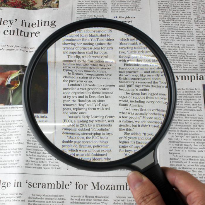 (免運費)【銀髮樂活】讓長輩安心使用的放大鏡~* 2x/5吋 超大鏡面手持型放大鏡【N210】
