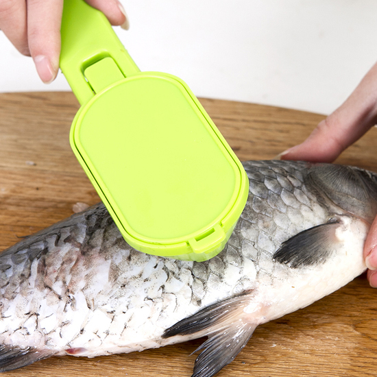 ♚MY COLOR♚不鏽鋼帶蓋魚鱗刨刀 廚房 去鱗 鱗片 料理 鮮魚 烹飪 掛孔 懸掛 清洗 衛生【Q242-1】