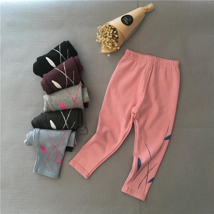 韓系新款童装韓系時 尚纯棉水墨抽象植物印花內搭褲~~~