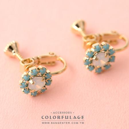 夾式耳環 療癒花園 藍白水鑽太陽花朵金色耳夾 柔和色系 柒彩年代【ND337】一對