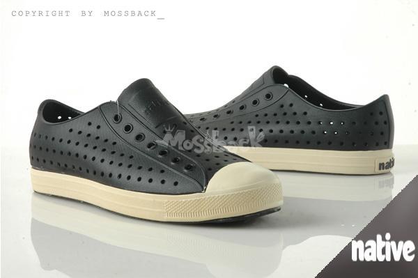 『Mossback』 NATIVE JEFFERSON 加拿大潮牌 奶油底 呼吸 懶人鞋 輕量 透氣 洞洞 涼拖鞋 黑色