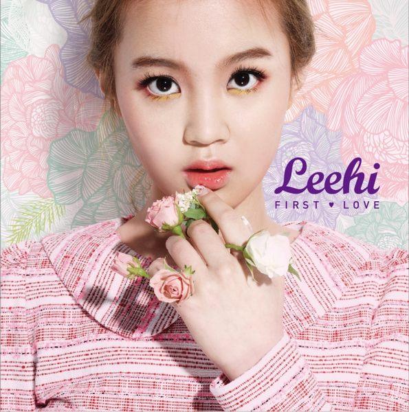 LEE HI FIRST LOVE CD 台灣獨占豪華限定A盤 俏皮甜蜜大型寫真書精裝版 (音樂影片購)