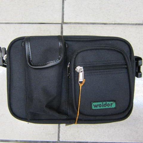 ~雪黛屋~Weider 腰包二用多夾層側包做生意大老闆專用工作大手機袋三層主袋#331黑-繡字綠