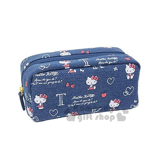 〔小禮堂〕Hello Kitty 拉鍊筆袋《深藍.紅吊帶褲.側坐》丹寧布材質