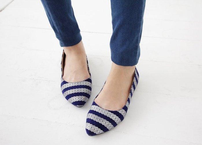 Pyf ♥ 春夏新款 藍色絨面 銀條紋 尖頭平底鞋 40-42 中大尺碼女鞋