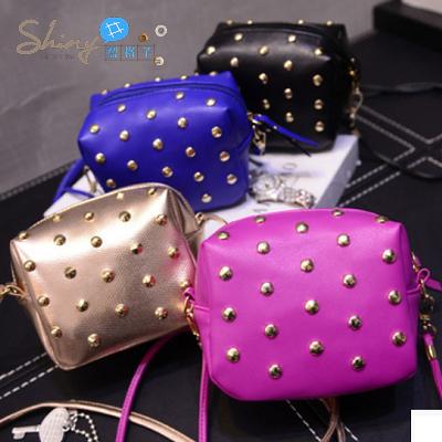 【P0555】shiny藍格子-小巧亮眼.時尚迷你小包包單肩斜跨包小方包鉚釘包
