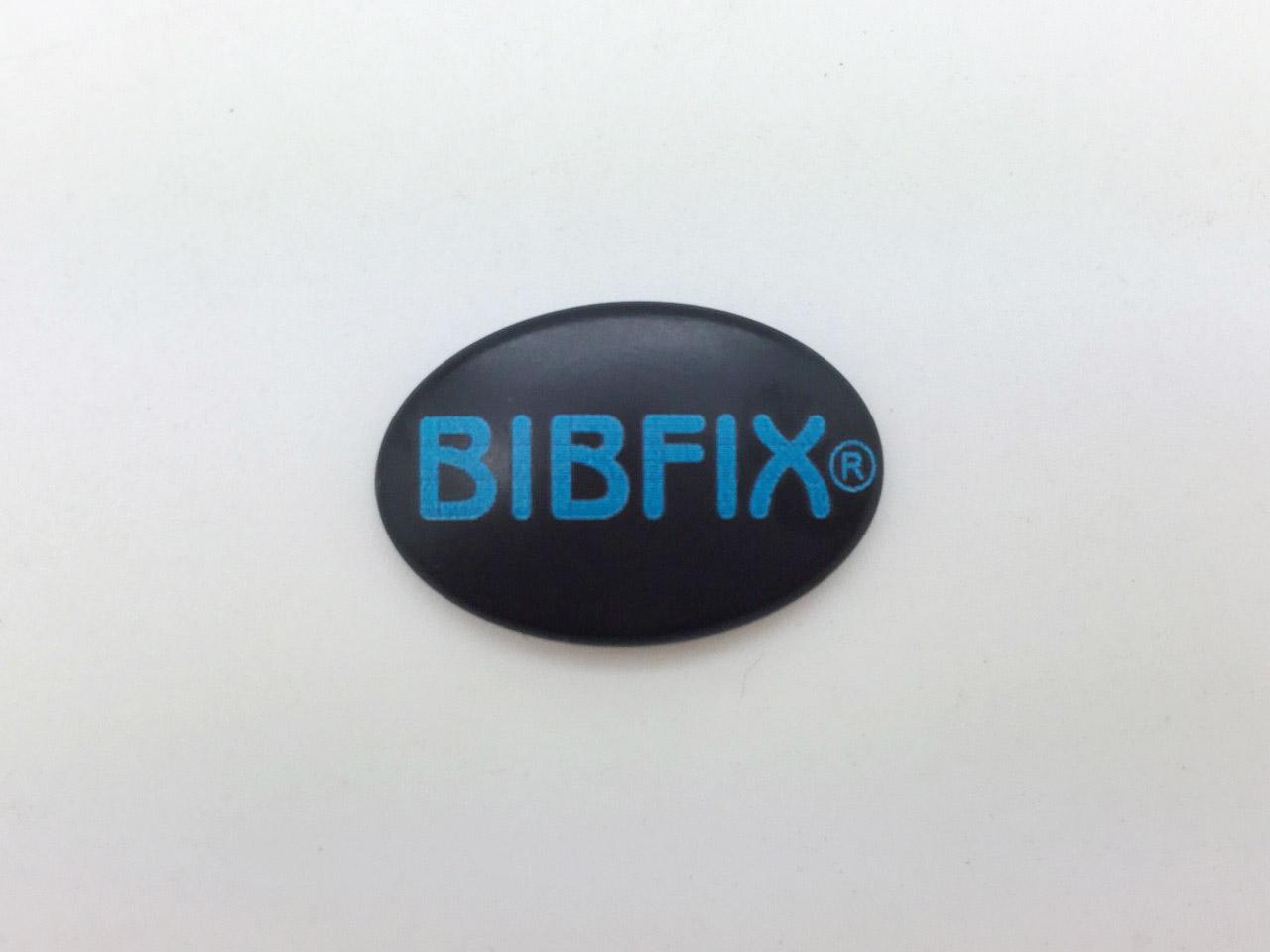Bibfix號碼布塑膠扣 (黑底藍字)
