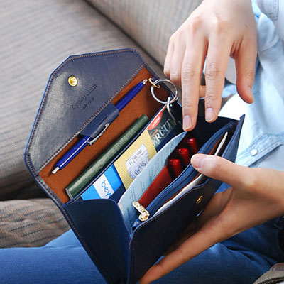 [滿700現折$100]    素色多功能信封式長夾/護照包/零錢包( 5色)【BA-8018】LYNNSHOP