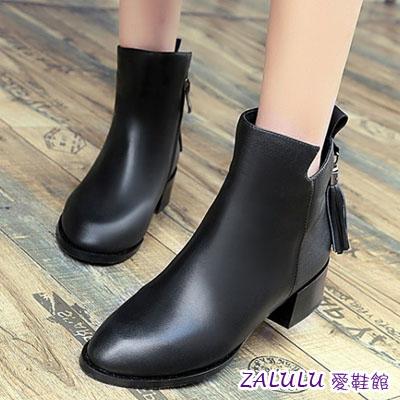 zalulu愛鞋館☼ JE073 預購英倫時尚風後流蘇側拉鍊尖頭低跟短筒短靴-偏小-黑-36-40