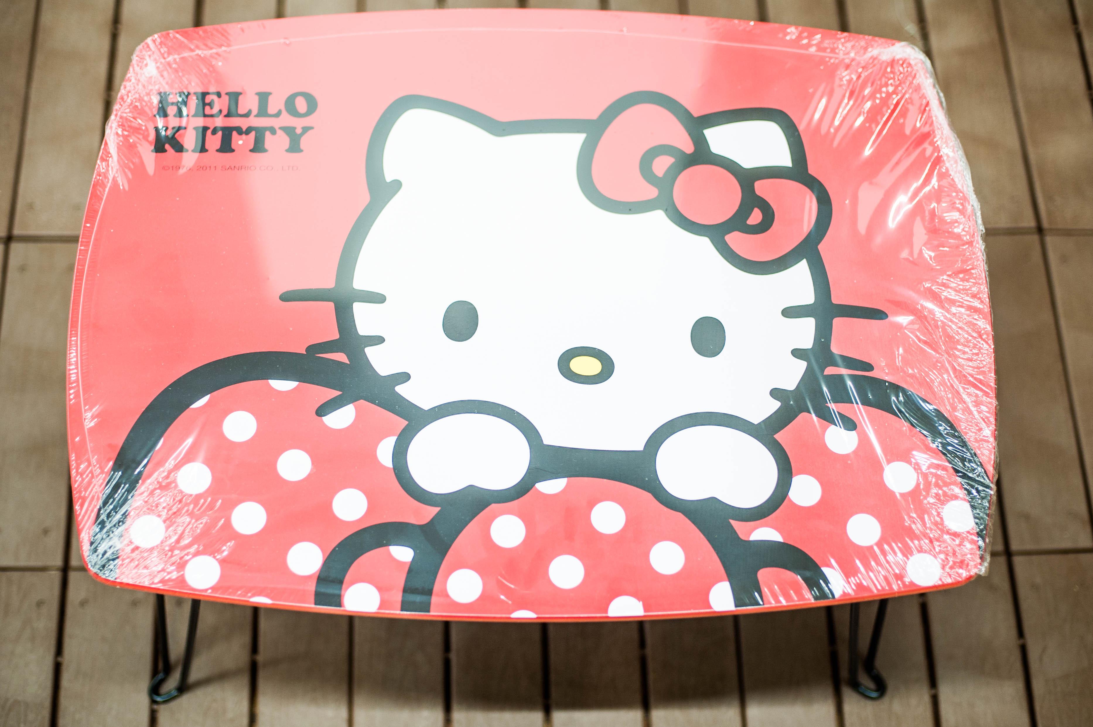 Kitty 紅色蝴蝶長桌