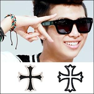 BTS 金南俊 同款韓國모던크로스 花邊十字造型耳釘耳環 (單支價)