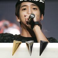| Star World。Earring |  B1A4 BARO 同款小款長三角鉚釘造型耳釘耳環 (單支價)