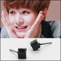 | Star World。Earring |  BTS SUGA 同款迷你黑色立方體耳釘耳環(單支價)