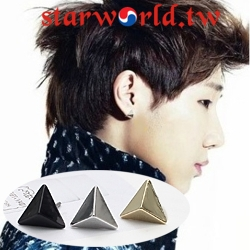   Star World。Earring   INFINITE 優鉉 聖圭 成烈 同款小三角金字塔造型耳釘耳環 (單支價)