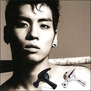   Star World。Earring   SHINee 鐘鉉 同款榔頭錘子造型耳釘耳環 (單支價)