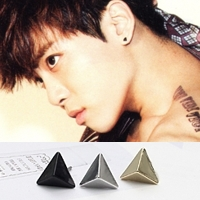   Star World。Earring    SHINee 鐘鉉  同款小三角尖錐造型耳釘耳環 (單支價)