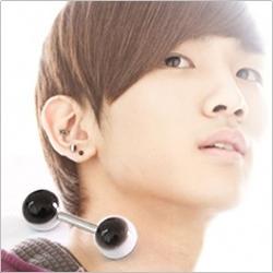   Star World。Piercing    SHINee Key 鐘鉉 同款雙頭圓珠黑底白條紋啞鈴款穿刺耳環 (單支價)
