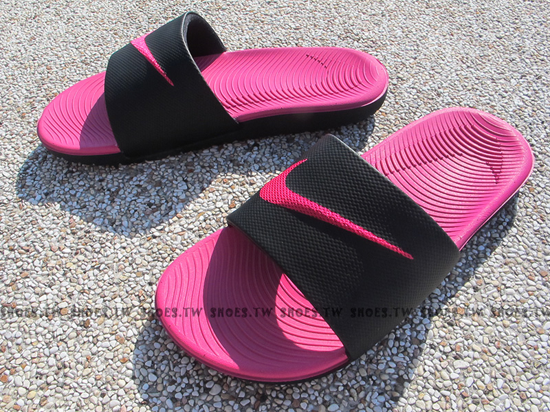 Shoestw【819353-001】NIKE KAWA SLIDE 黑桃紅 大勾 運動拖鞋 軟Q女生尺寸