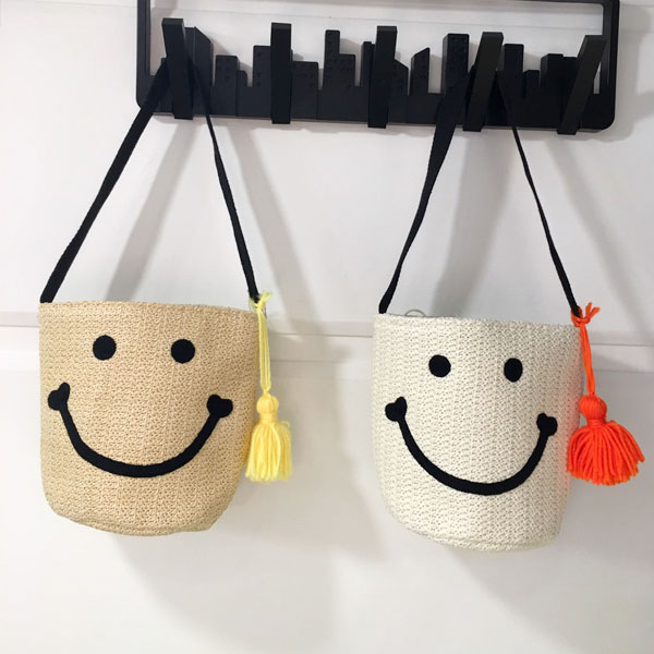 笑臉 水桶 流蘇 包 手提包 圓桶包 手拿包 毛線毛球 藤編 草編 編織 微笑眼睛 正韓