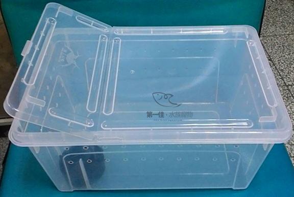 [第一佳水族寵物]寵物便利箱-中26cm(附水盆) (大、中、小三款式) 可堆疊 可掀蓋 透氣孔