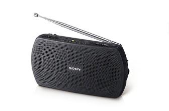 SONY SRF-18 FM/AM 收音機 具 Audio in 功能, 連結 Walkman 或音訊播放設備,即成為立體聲喇叭 使用 Audio out 可錄製廣播音樂至錄製裝置