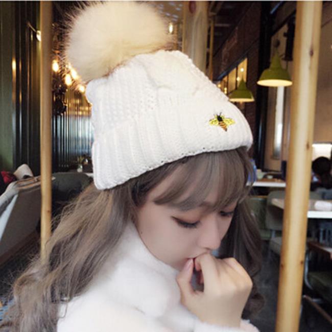 50%OFF【E020620WH】帽子女冬天韓版毛線帽毛球加絨針織帽小蜜蜂刺繡護耳保暖帽