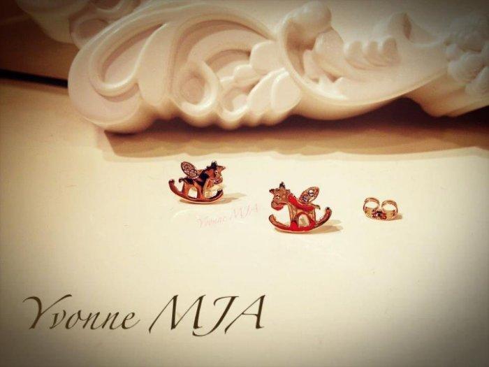 *Yvonne MJA珠寶首飾品*玫瑰金奧地利水晶鑽懷念兒時可愛寶貝搖搖小木馬造型耳環(可改夾式)