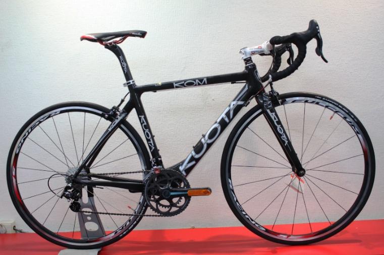 【7號公園自行車】KUOTA KOM 登山王一級碳纖公路車(黑)