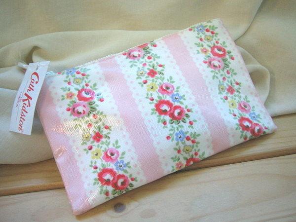 *Realhome* 英國 Cath Kidston 化妝拉鍊收納包* 粉紅條紋玫瑰花 ~送禮可包裝