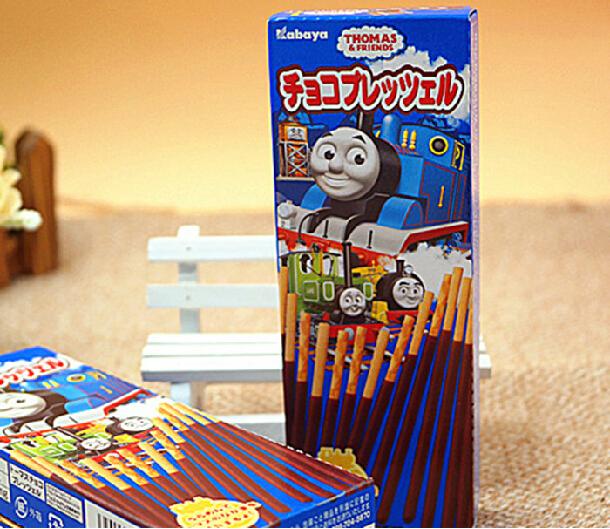 有樂町進口食品 日本 買一送一 卡巴 湯瑪士火車pocky巧克力棒 25g 4901550136750