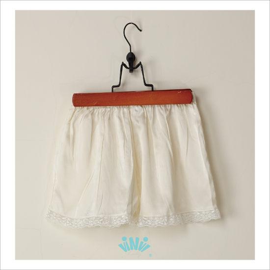 viNvi Lady 輕薄舒適蠶絲內搭安全褲 睡褲內搭短褲(白)