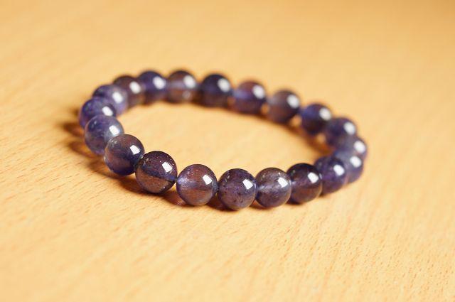 台灣限量寶石,堇青石 9.6mm手鍊,清澈的迷人色彩,也被稱為「水藍寶石」。【喨喨飾品店】開運配飾 / 開運水晶 。B213