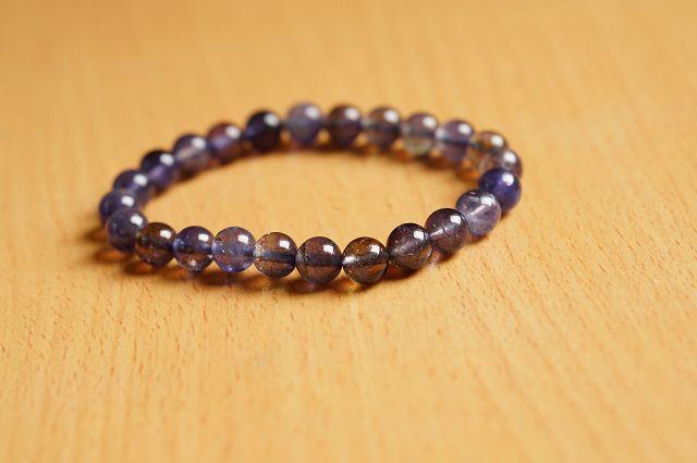 台灣限量寶石,堇青石 8 mm手鍊,清澈的迷人色彩,也被稱為「水藍寶石」。【喨喨飾品店】開運配飾 / 開運水晶 。B214