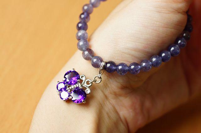 台灣限量寶石,堇青石 6mm手鍊,清澈的迷人色彩,也被稱為「水藍寶石」。【喨喨飾品店】開運配飾 / 開運水晶 。B218