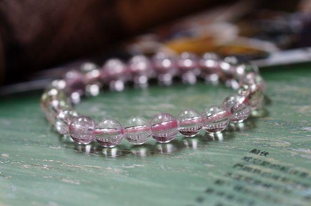 值得收藏,透徹紫鋰輝石 8 mm手鍊,粉紫的迷人色澤,也被稱為「孔賽石」。【喨喨飾品店】開運配飾 / 開運水晶 。N21
