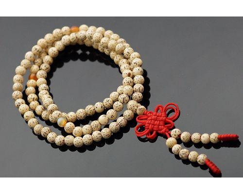 108顆星月菩提子佛珠成為菩提子佛珠的代表,受到四眾弟子的高度推崇,似乎成為佛教徒學佛歷程中的必然需之物。有人認為星月菩提並不起眼,其實不然。因為星月菩提子是一種植物的種子,種子一般都含有豐富的油脂。R46