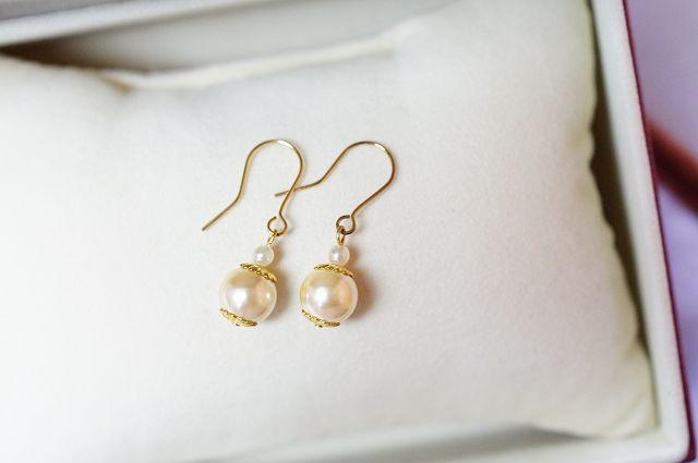 貝殼珍珠象徵著優雅高貴,也是女士們最喜愛的寶貝,另外據說珍珠可以促進血液循環、緩解治療各處的僵硬酸痛、胸部疼痛、習慣性頭痛、失眠、便秘、全身疲憊等病症的緩解。M111