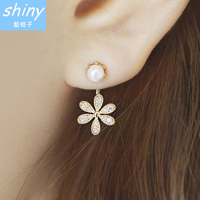 【30A73】shiny藍格子-美搭單品.小香風珍珠水鑽五葉花耳環