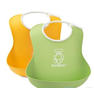 【淘氣寶寶】2015年最新 瑞典 BabyBjorn 軟膠防屑圍兜2入 (黃+綠) 【保證公司貨●品質有保證●非水貨】