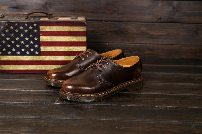 【九十度馬丁管】【兩日到貨】【免運】【3孔擦色棕】Dr. Martens馬丁馬汀靴子
