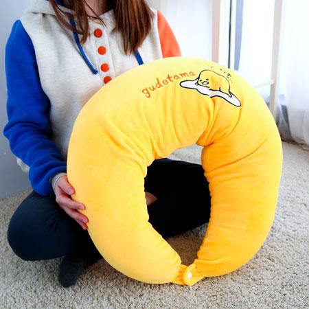 正版蛋黃哥月亮枕 男朋友抱枕 側睡枕頭 孕婦哺乳寶寶 三麗鷗 靠墊 靠枕 抱枕【B061369】
