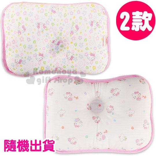 〔小禮堂嬰幼館〕台灣 佳美 Hello Kitty 寶寶枕頭《2款隨機.白.滿版.花朵/玩具》中凹型