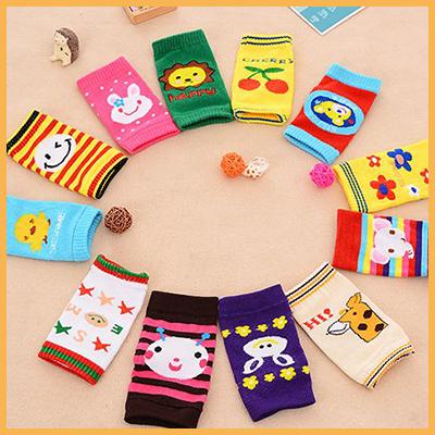 卡通寶寶護膝套爬行襪套 / 兒童保暖短襪套(隨機款)兩入