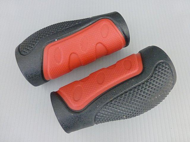 《意生》黑紅下標區_兩短CKC雙色人間肉球手握 凹凸點設計防滑舒適好握不黏手 減壓輕鬆好配色 四色可選把手握把